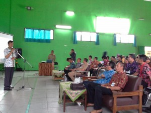 Agus Supriyanto ketua rombongan kunjungan studi wisata dari Kabupaten Banyumas memberikan sambutan