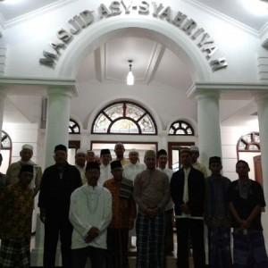 Tarawih keliling di Masjid Asyariyah RW 04 Tlogomas