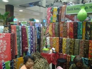 Koleksi batik Tlogomas acara fashion show di mall