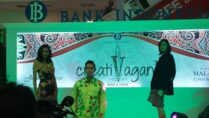 Gelar fashion show menggunakan batik tulis Tlogomas yang diselenggarakan oleh Bank Indonesia