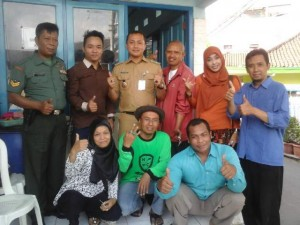 bersama kru Malang TV di lokasi pembinaan unggulan pemanfaatan hasil tanam jahe RW 07
